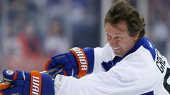 Gretzky on Alumni practice, young stars leading Oilers and Jets