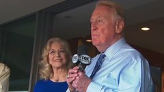 Must See: Vin Scully introduces Game 5