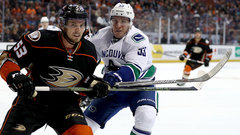 Canucks' comeback falls short in first regulation loss