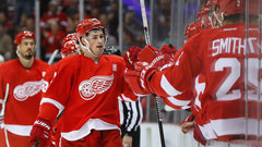 NHL: Hurricanes 2, Red Wings 4