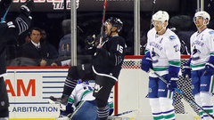 NHL: Canucks 2, Islanders 4