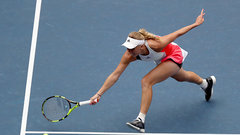 Wozniacki advances to third round