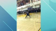 Must See: Curry schools teammate in practice