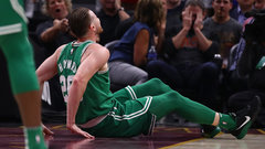 Hayward fractures ankle minutes into Celtics debut