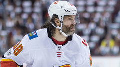 Jagr gets his shot on Flames' top line