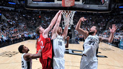 Popovich's timeout, lack of rebounding sink Raps in San Antonio