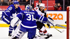 Andersen stands on head to steal win for Leafs