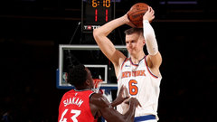 Knicks overwhelm Raps in win