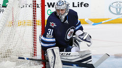 Pavelec rebounds from rough start
