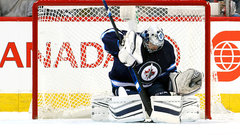 Pavelec puts on masterful performance to lead Jets