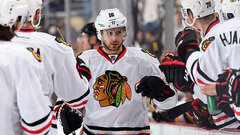 Blackhawks smother struggling Pens in dominant victory