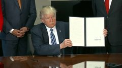 Trump signs Dodd-Frank executive order