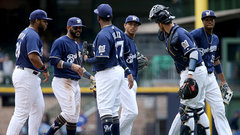 MLB: Reds 4, Brewers 9