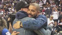 TSN Rewind: Drake bows to Gord Downie during halftime at Raptors game