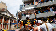 Penguins parade the Cup through Pittsburgh