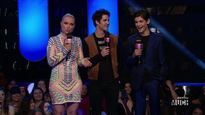 Darren Criss doesn't fight with his brother in this unfun answer