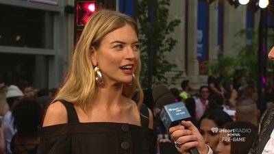 Martha Hunt share the secret of the red carpet pose