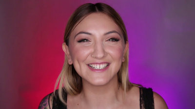 Julia Michaels' MMVA Wardrobe Malfunction | Much Confessional