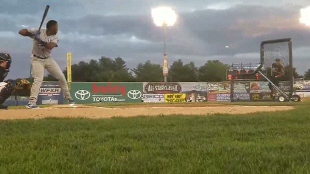 Must See: Cubs top prospect hits stadium lights in derby