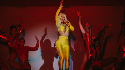 Iggy Azalea Performs 'Switch'