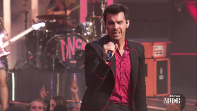 DNCE Performs 'Kissing Strangers'