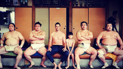Must See: Tom Brady tries sumo wrestling