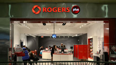 Maher Yaghi, telecom analyst at Desjardins, discusses why new Rogers CEO Joe Natale is prioritizing a better customer service experience...