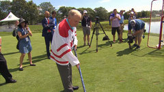 Must See: Nicklaus tries his hand at hockey