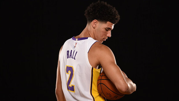 Was it smart for Lonzo to publicly choose LeBron over Kobe?