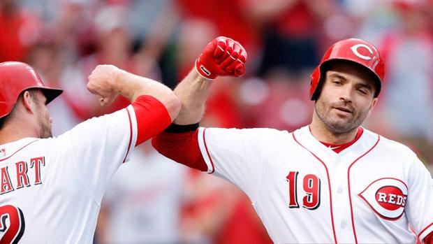 Votto doubles against Cubs' four-outfielder shift