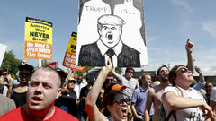 Trump turmoil continues to mull market
