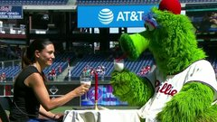 The Keg Must See: Philly Phanatic knows how to get to a lady's heart