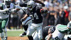Raiders Lynch powers into the endzone