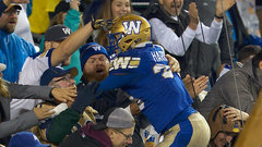 Harris breaks through for Bombers' first TD