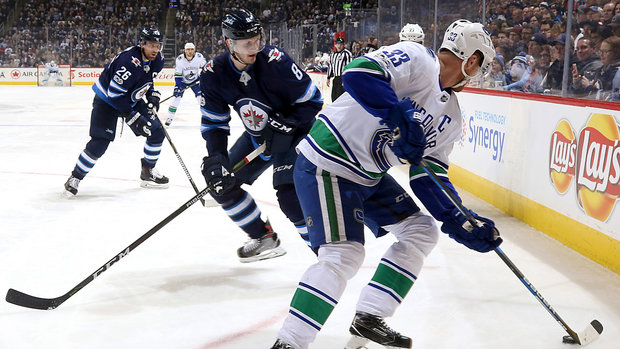 Jets' puck pursuit pays off against Canucks