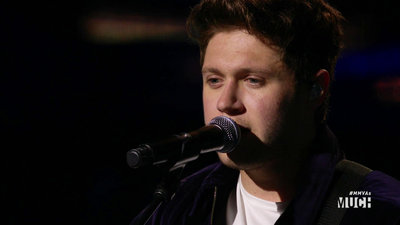 Niall Horan Performs 'This Town/Slow Hands'