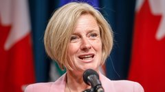 Alberta seeks proposals to build new refinery amid crude crisis