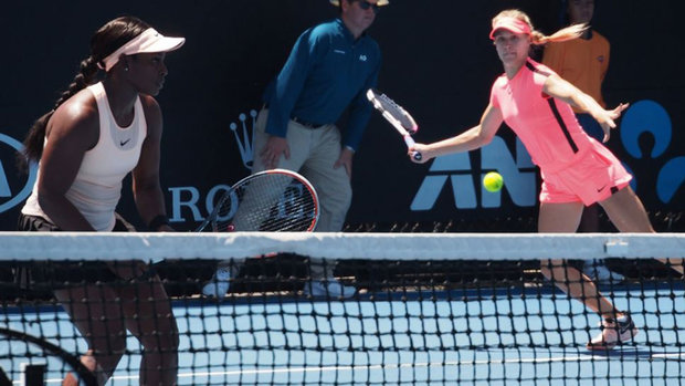 Bouchard/Stephens ousted in first round of women's doubles