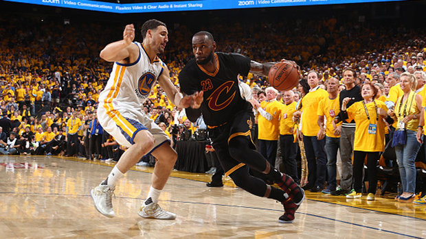 Should the Warriors trade Klay for LeBron?