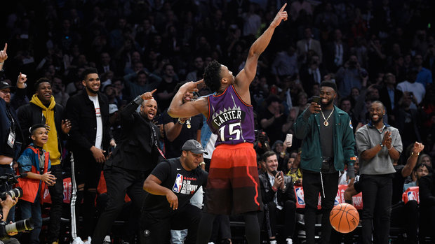 Mitchell channels Carter to pull off Slam Dunk win