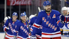 Bruins acquire Nash from Rangers