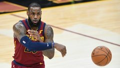LeBron plays near-perfect game to top Raptors