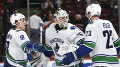NHL: Canucks 5, Blackhawks 2