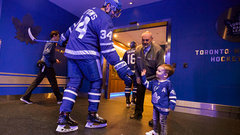 Bozak's young son emerges as Leafs good luck charm at home