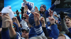 Babcock says Leafs fans aren't sure if team's legit: 'We got to prove we are'