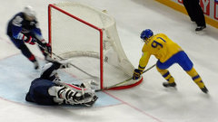 Sweden scores shorthanded goal to take two-goal lead