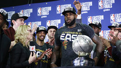 LeBron defends teammates against critics during trophy ceremony