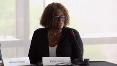 Former Duke star Carter's mom likens NCAA rules to slavery