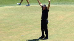 Must See: Mickelson trolls everyone with par celebration on 13