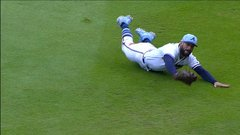 Must See: Markakis ends game with epic diving catch